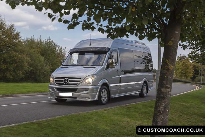 minibus-travelling-to-cardiff